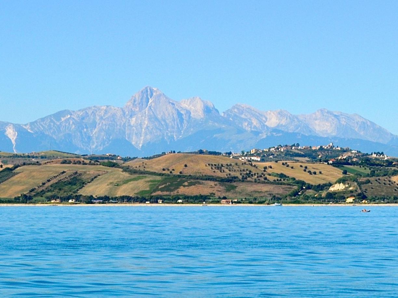 10. Foto del Gran Sasso dal mare tra Roseto e Giulianova-kdeB-U30002078988530DH-1224x916@Corriere-Web-Sezioni